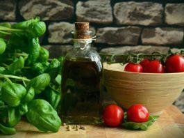 Dairy Free Garlic Vinaigrette Salad Dressing